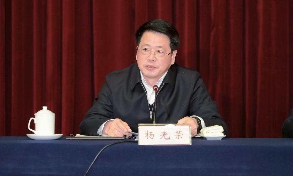 副省长杨光荣主持第二阶段会议。.jpg