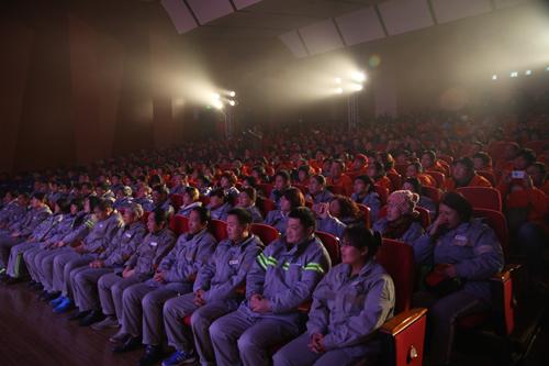 600余名一线环卫职工欢聚一堂,观看了此次文艺演出。.jpg