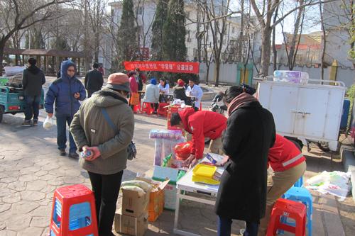 地区社区单位邮局参加此次学雷锋志愿服务活动.jpg