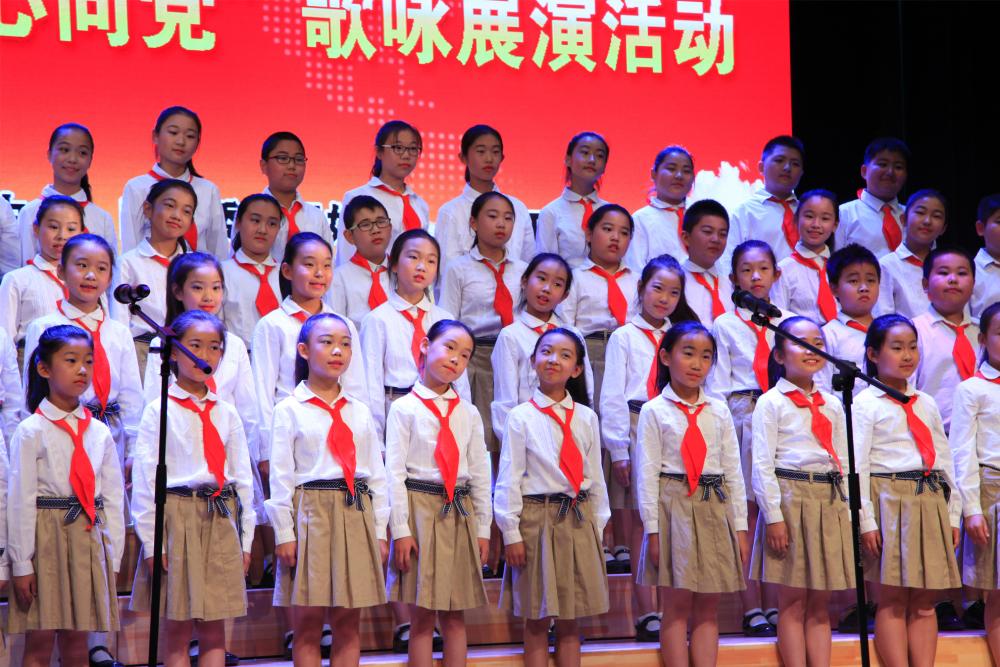 延庆区第二小学表演《我们的心儿向太阳》、《绿色北京》1.jpg