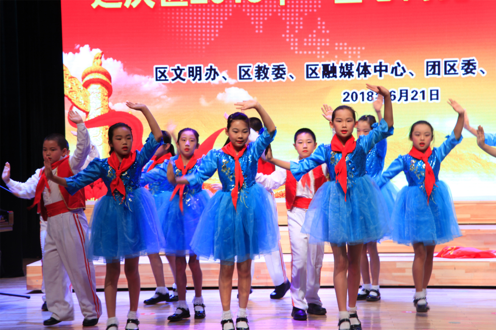 靳家堡中心小学表演《红星歌》、《伟大的北京》-(2)1.jpg