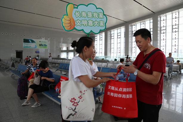全国文明城区创建宣传 长寿志愿者在行动