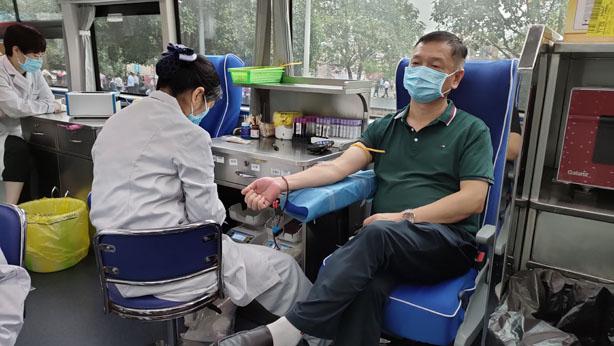 """传递爱心拯救生命 长寿开展""""世界献血者日""""宣传活动"""