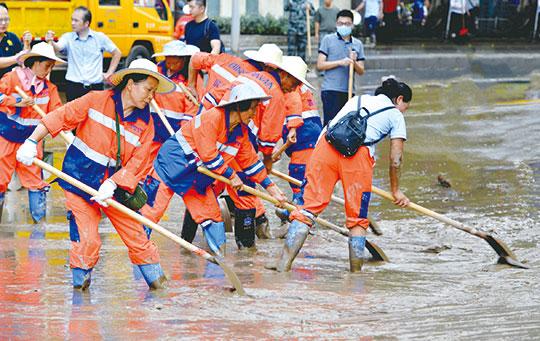 重庆南岸:用镜头记录抗洪中的瞬间