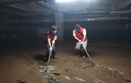清扫淤泥.png