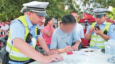忻城交警专项整治助力文明城市创建