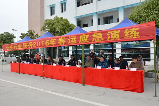 南宁举行公交行业应急演练 为春运保驾护航
