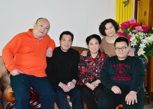 邝秀兰家庭照片.JPG