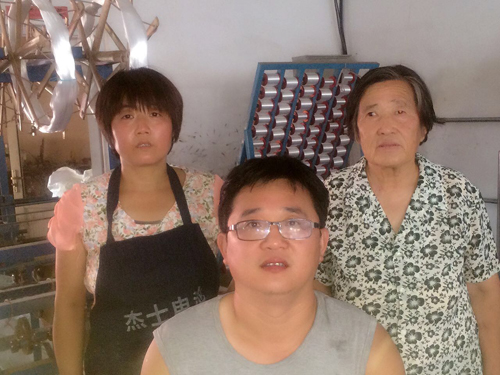 杨连香王立和夫妻与婆婆.JPG