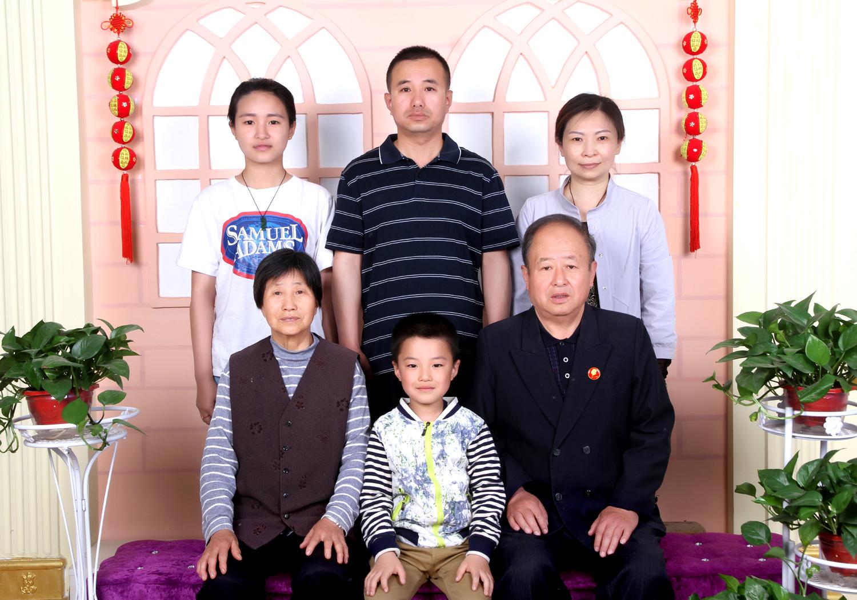 魏萍家庭照片.jpg
