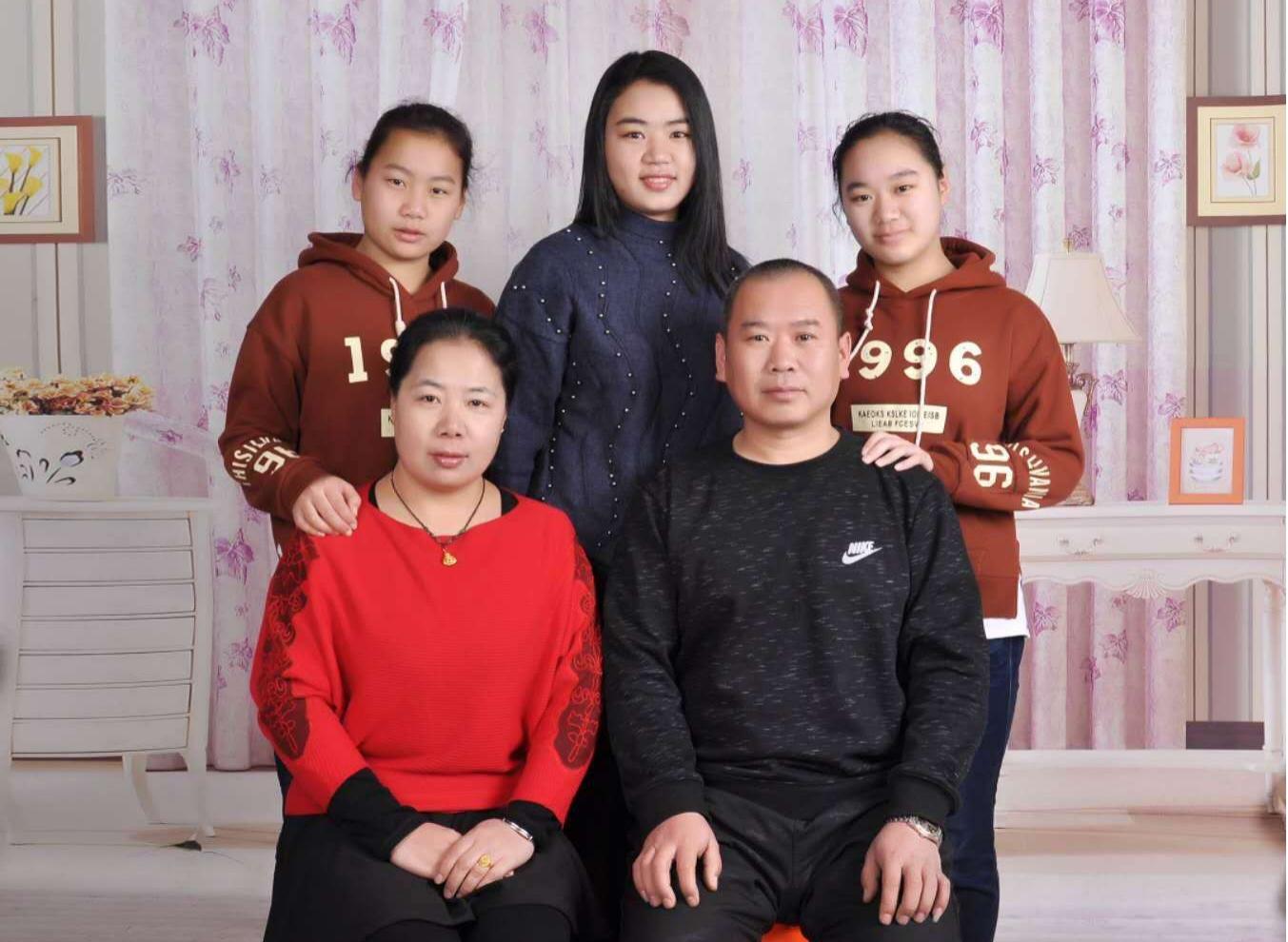 靳小芳家庭照片.jpg