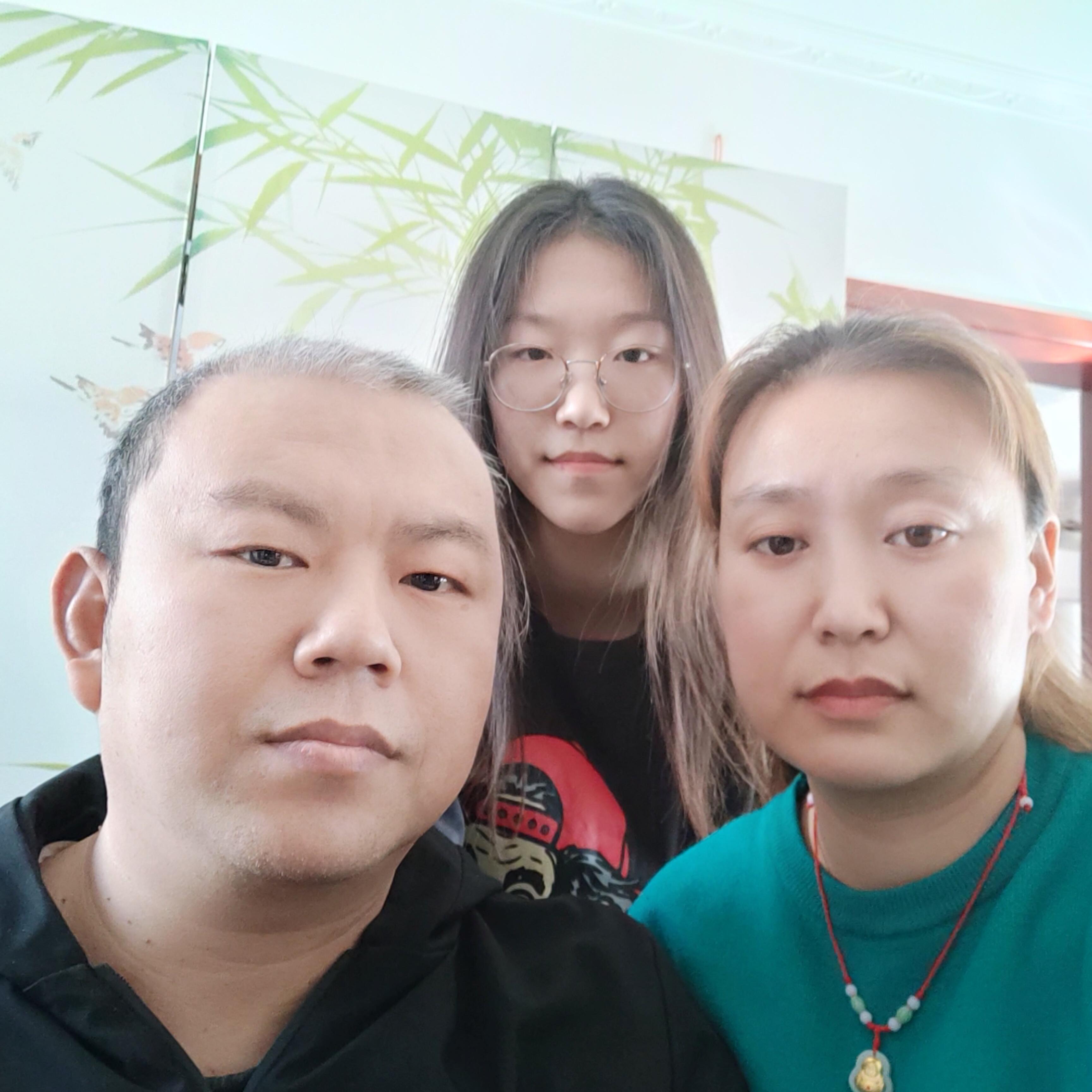焦明双家庭合影.jpg