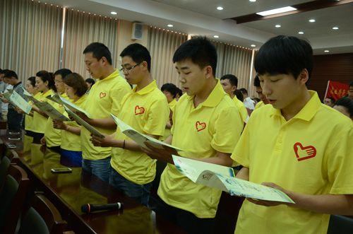 青年志愿者们用手语表演真诚诠释了《中国青年志愿者之歌》,并为大