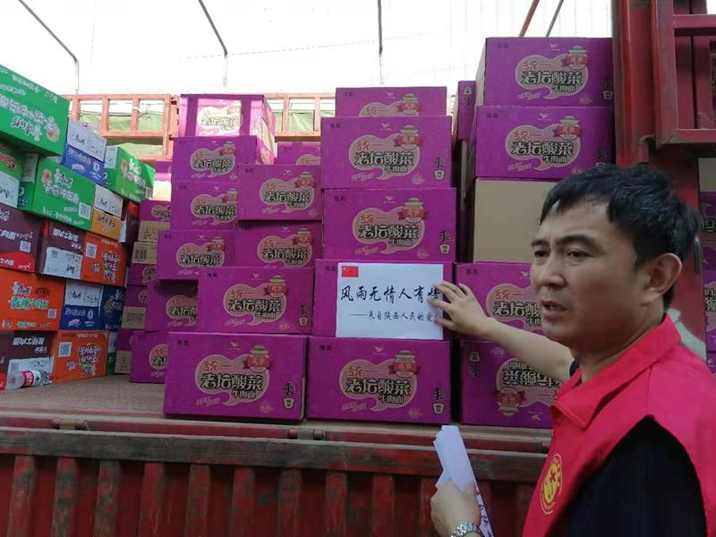 陕西爱心人士驰援河南 网友:谢谢你,可爱的志愿者!