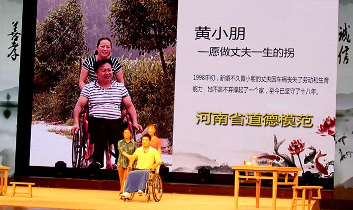 许昌市文明办根据黄小朋感人事迹创作戏曲小品《给你一个家》。.jpg