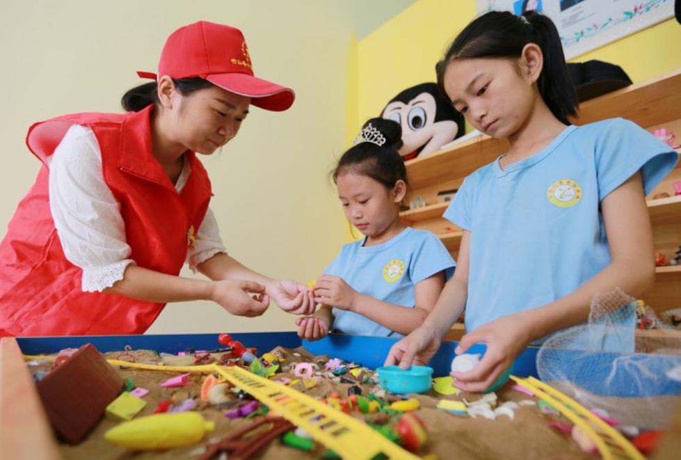 竹山县第二人民医院开展暑期关爱留守儿童志愿服务活动