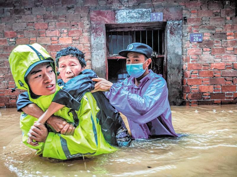 湖北公安全警动员全力以赴抗洪救灾:人民至上不畏艰险