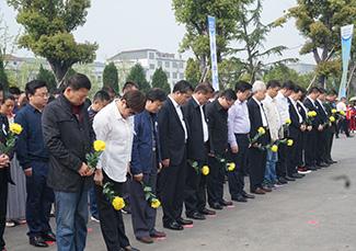 现场默哀。图片来源:湖南文明网.jpg