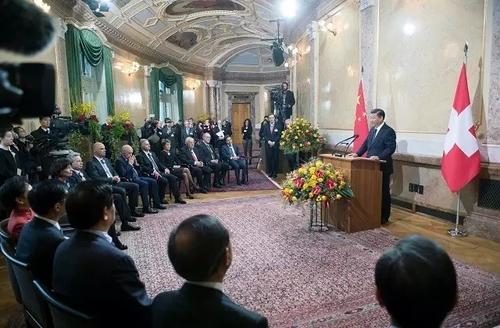 1月15日,国家主席习近平在伯尔尼出席瑞士联邦委员会全体委员集体举行的迎接仪式并致辞。