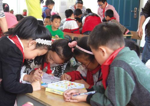 小记者走进新居民学校,收获快乐和感动