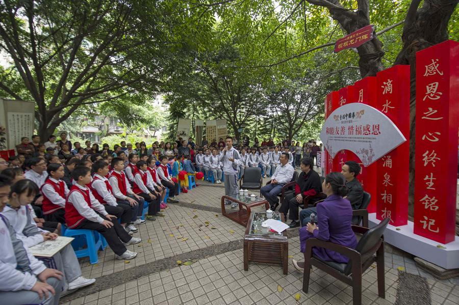 来自重庆清华中学的同学给大家讲故事