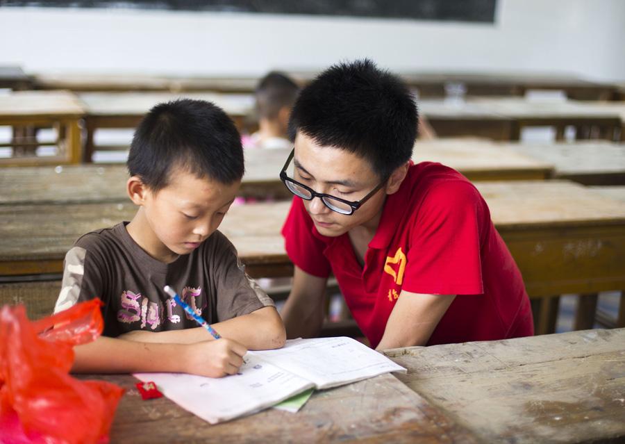 (農村留守學生心理健康教育[論文]ppt圖1) 國家對農村留守兒童上學有
