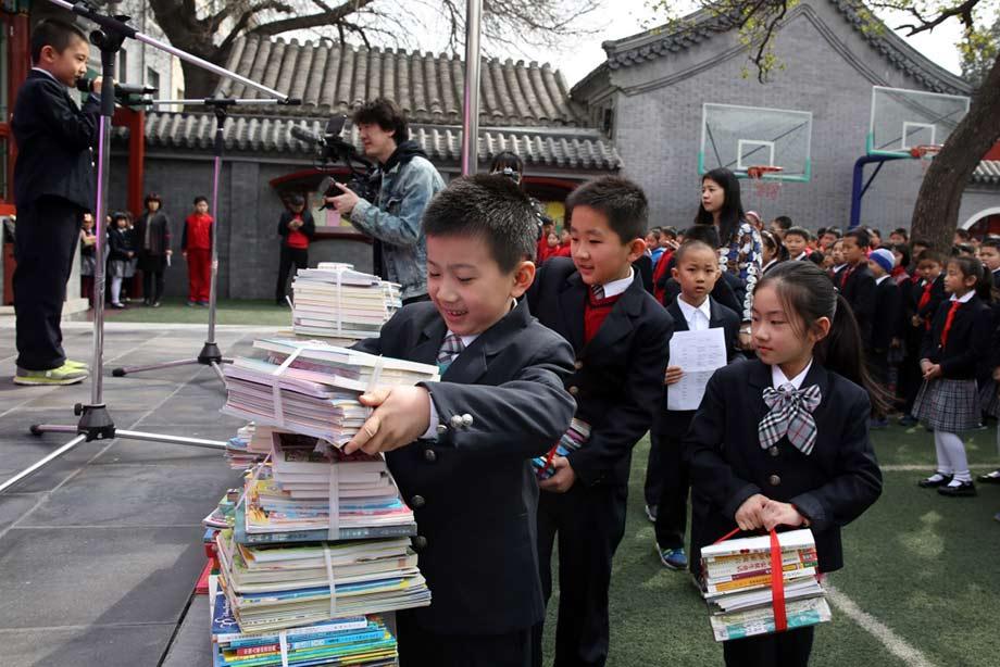 北京少儿捐献图书 心系西部小伙伴