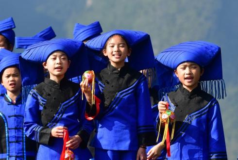 11月28日,靖西市安德镇中心小学山歌队队员在排练节目。2.jpg