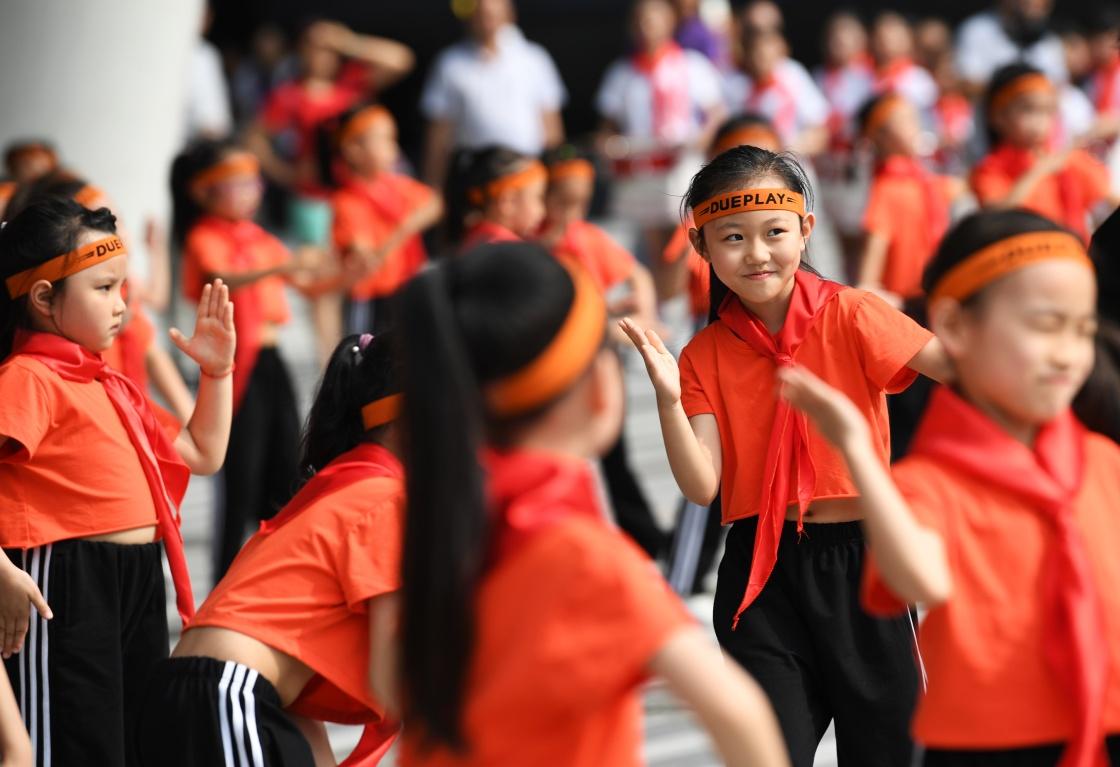 """重庆市南岸区举办""""taoyutaole资讯祖国祖国我爱你""""主题快闪活动"""
