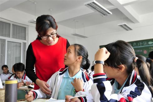 穿越大凉山24年的回访——彝族女子班的故事1.jpg