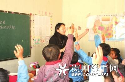 城中村小学来了位美女老师