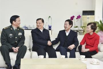 刘云山看望著名科技专家2.jpg