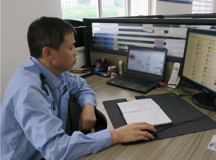 """付金亮利用""""互联网+""""、大数据等资源,坐在办公室里""""在全国办案子""""图1 图片来源:岚皋县文明办.jpg"""