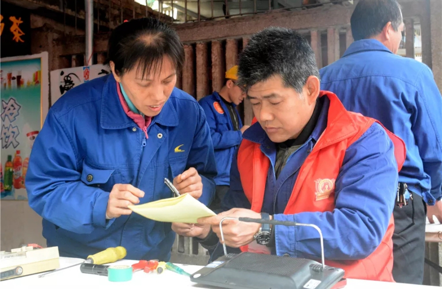 刘汉平广西 大叔17年坚持做一件事 感动了好多人