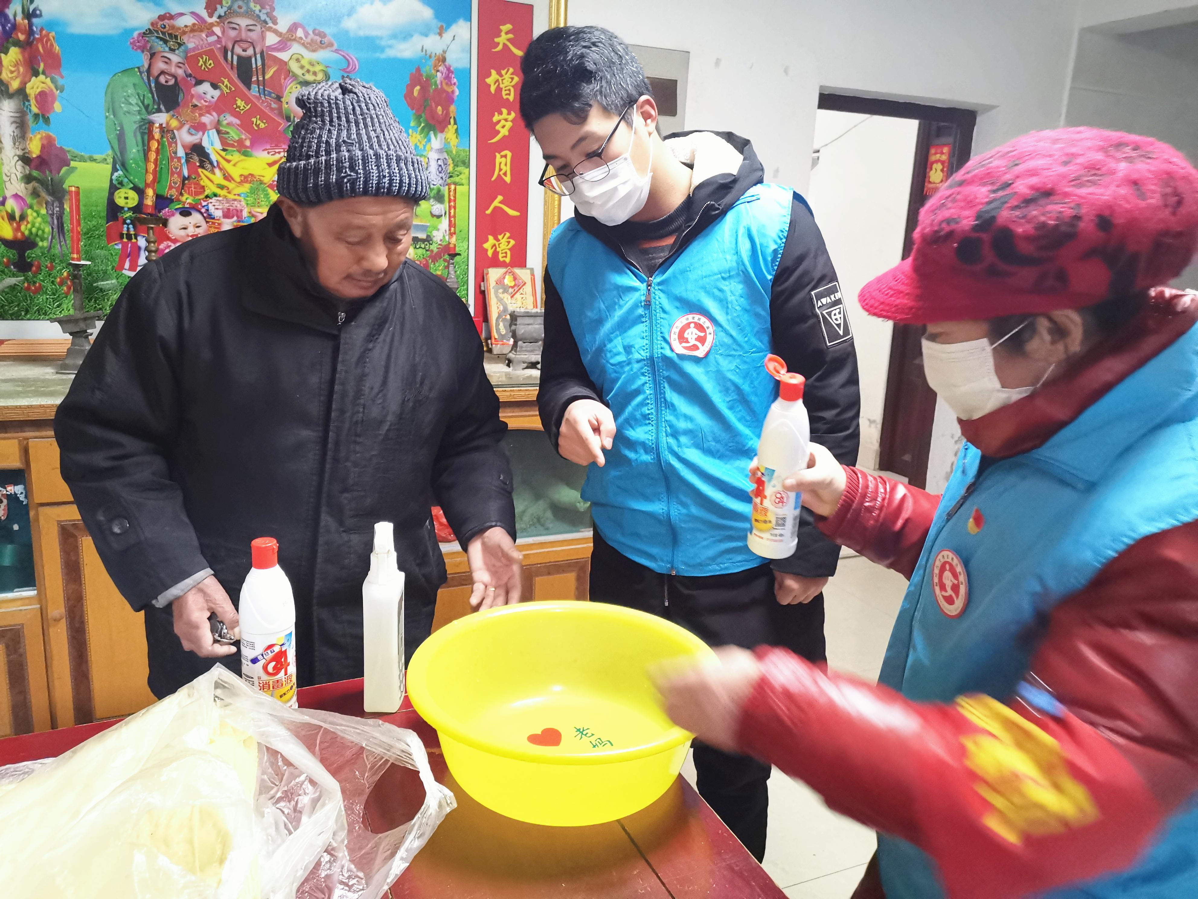 """刘宏燕江苏 奋战抗疫一线的""""爱心使者"""""""