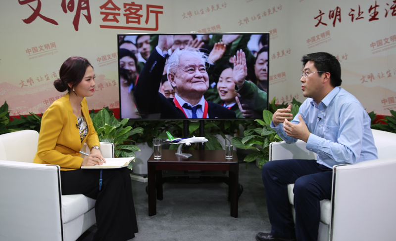 2中國商飛試驗驗證中心常務副主任、C919主任設計師王鴻鑫接受《40人對話40年》欄目專訪2。中國文明網 朱麗晨 攝.jpg