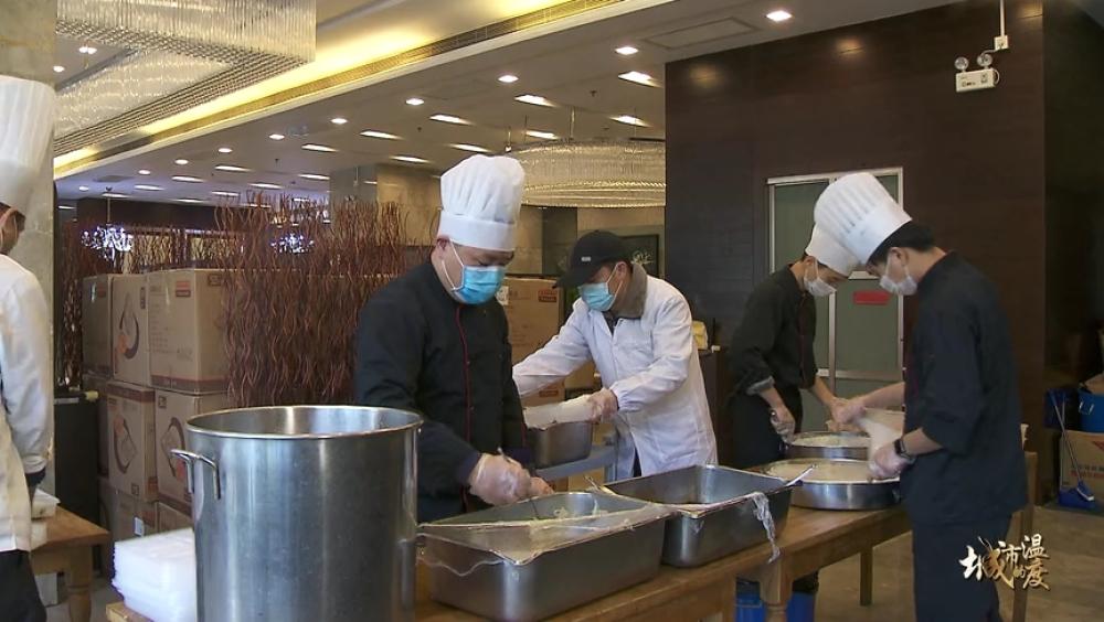 """上海纪实频道1""""我多做爱心餐,也是为了守护好我们的家。""""[(003311)2020-02-18-16-11-48].JPG"""